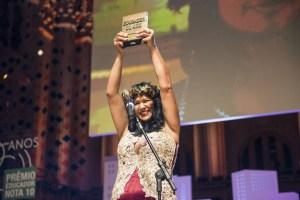 Professora indígena de Roraima ganha prêmio de educadora do ano