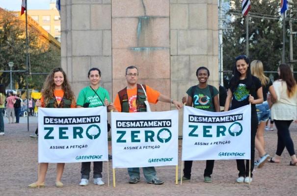 GREENPEACE: Voluntário leva campanha do Desmatamento Zero a milhares de pessoas em Porto Alegre