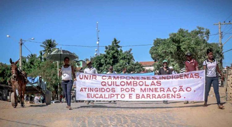 COMBATE RACISMO AMBIENTAL: MG: Protesto unificado de camponeses, indígenas e quilombolas exige a regularização de terras e territórios