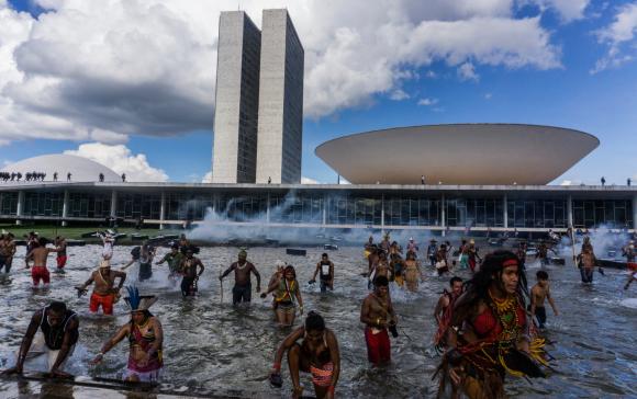 CIMI – Conselho Indigenista Missionário: Artigo | Mãos marcadas pelo sangue dos povos