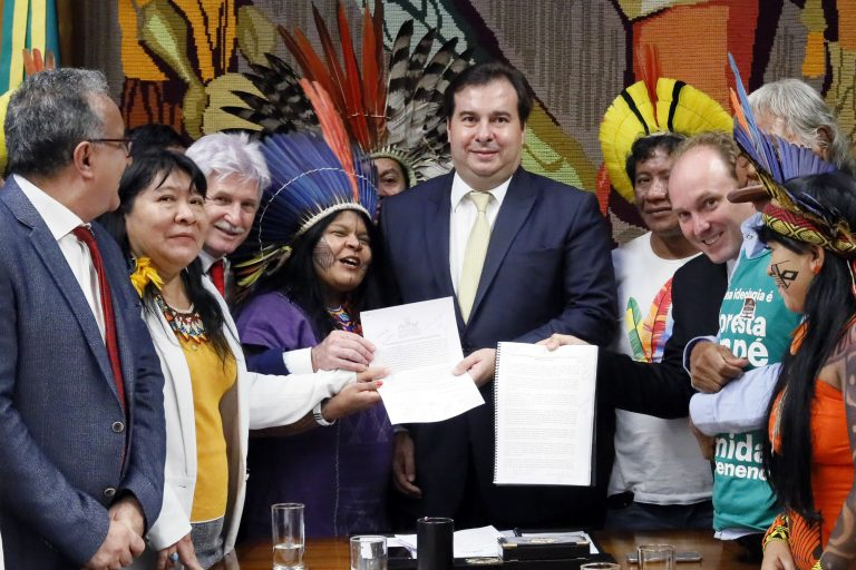 "CÂMARA DOS DEPUTADOS: Frentes ambientalista e indígena unem agenda contra ""retrocesso socioambiental"""