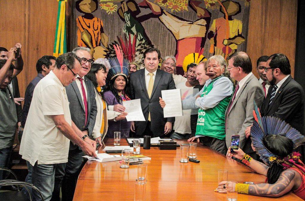 CIMI: Projeto do governo de exploração de terras indígenas não é prioridade na Câmara, afirma Maia