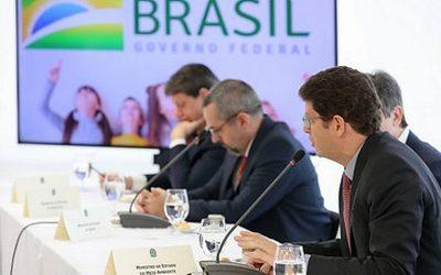 """BRASIL DE FATO: Salles pediu que governo seja """"infralegal"""" e """"passe a boiada"""" no meio ambiente"""