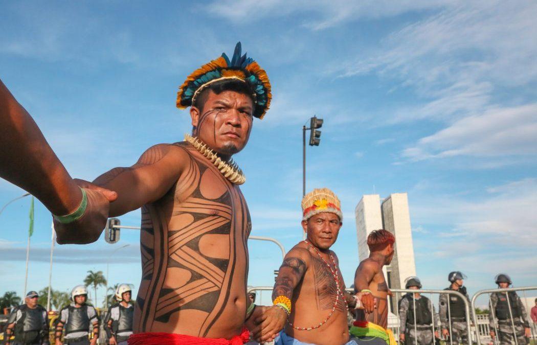 CIMI: Frente Parlamentar Indígena lança guia prático sobre lei de enfrentamento à pandemia