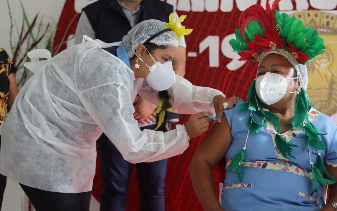 AMAZÔNIA REAL: Imunização de indígenas tem muitas fotos para poucas vacinas
