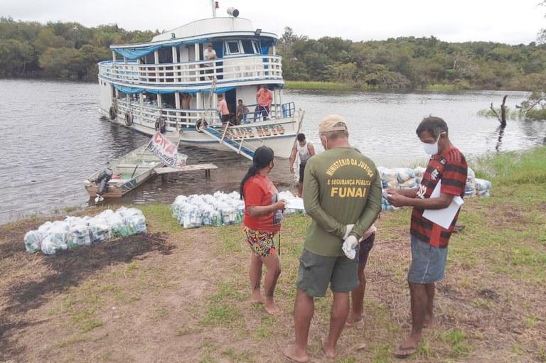 FUNAI: No Pará, Funai entrega 8,8 mil cestas básicas a aldeias do Baixo Tapajós