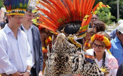 DE OLHO NOS RURALISTAS: Vandria Borari, indígena com celular citada por Salles, responde ao racismo do ministro