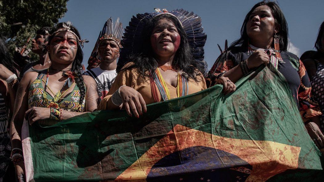 """APIB: """"Governo federal persegue e tenta calar a Articulação dos Povos Indígenas do Brasil e Sonia Guajajara"""", denuncia Apib"""
