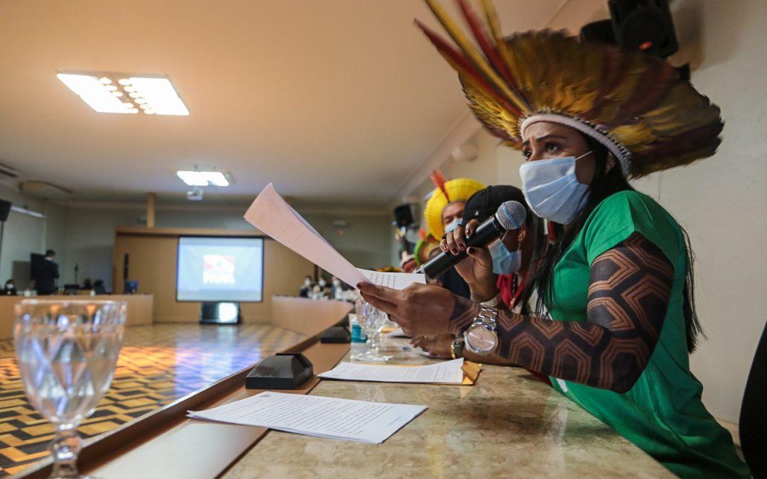 AMAZÔNIA REAL: Governo nega prioridade para indígenas não-aldeados