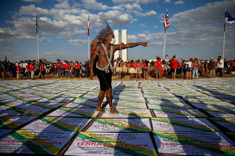 FOLHA DE S. PAULO: Fachin vota contra marco temporal para demarcar terra indígena em julgamento no STF