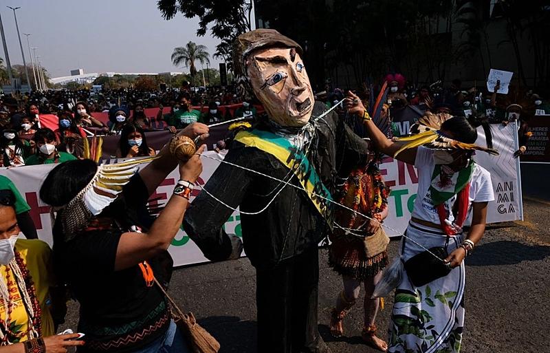 BRASIL DE FATO: Mulheres indígenas ocupam Brasília em marcha histórica; STF retoma julgamento