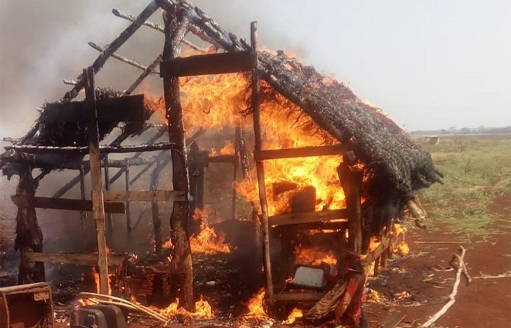 CIMI: Em série de ataques, seguranças privados queimam casas Guarani Kaiowá em Dourados (MS)